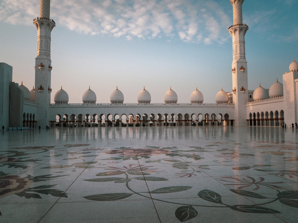 The best time to visit Sheikh Zayed Mosque in Abu Dhabi